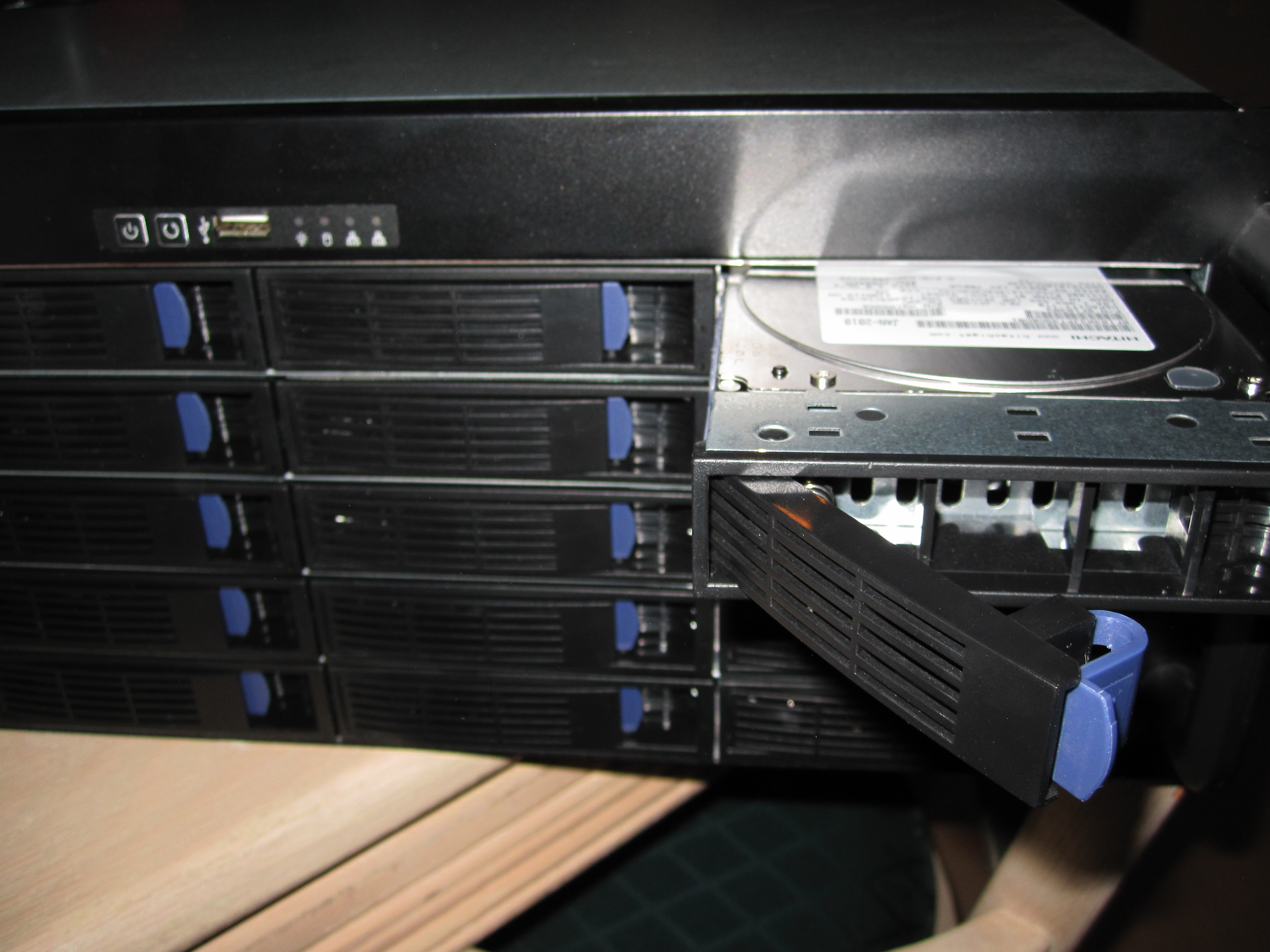 Installing disks into the Norco RPC-4220 DAS/ SAS Expander Enclosure
