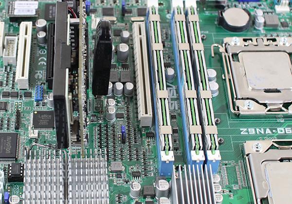 ASUS Z9NA-D6 USB PCIe Spacing