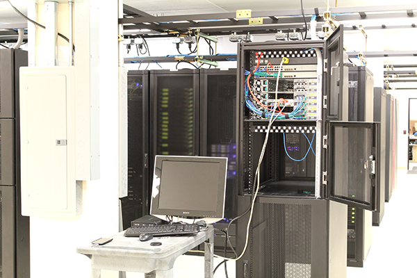 STH colo kvm cart attached