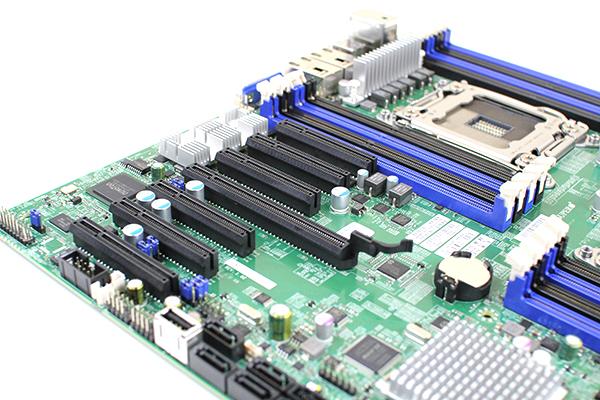 Supermicro X9DRH-7TF PCIe Slots