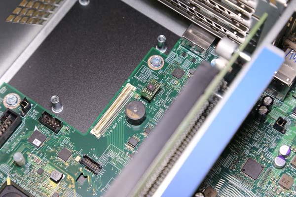 Intel RMM4_LITE installed R2208WTTVSBPP
