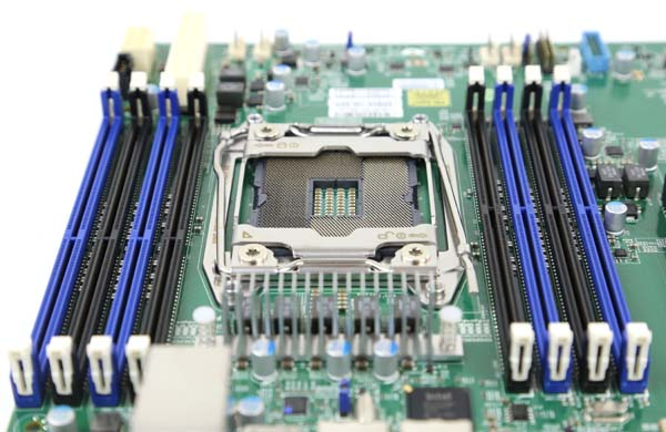 Supermicro X10SRi-F socket and DDR4 slots