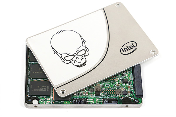 Intel 730 480GB SSD - Power Capacitors
