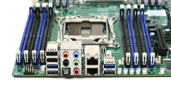 Supermicro X10DAC Rear IO
