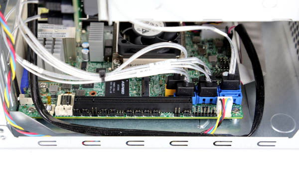 Supermicro SYS-5028D-TLN4F second SSD mount