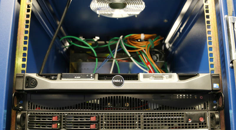 Dell PowerEdge R220 - Racked