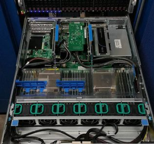Intel A2U44X25NVMEDK installation - internal