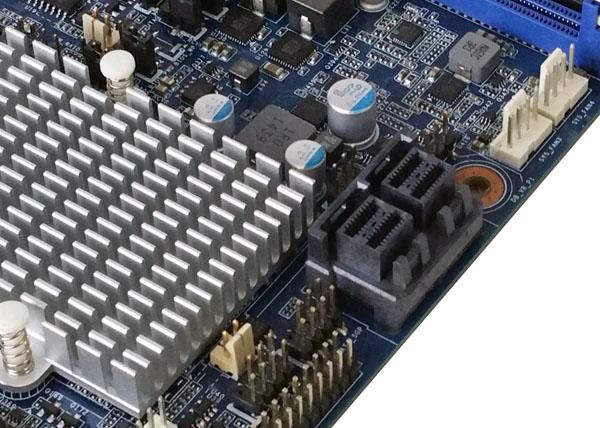 Gigabyte MW70-3S0 Mini-SAS HD Ports