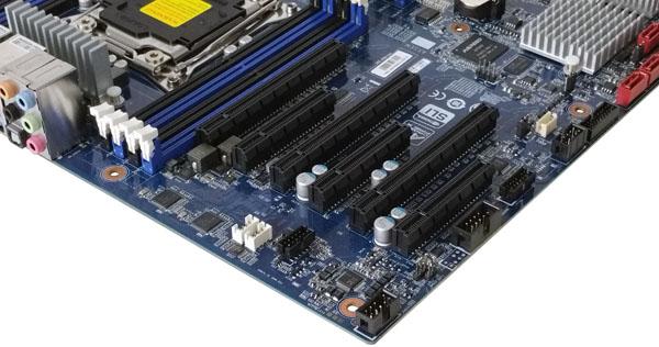 Gigabyte MW70-3S0 PCIe Slots