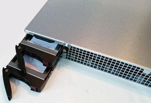Supermicro 1028GQ-TRT Drive Bays