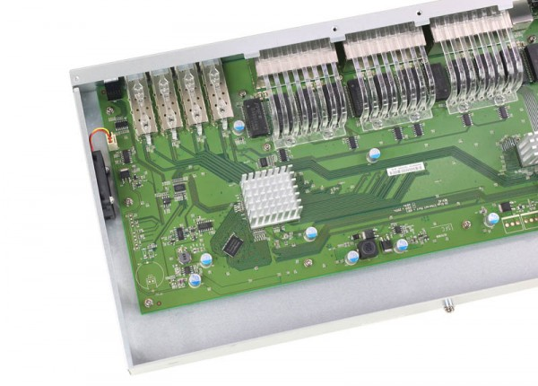 D-Link DGS-1510-28X internal left
