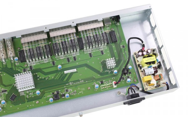 D-Link DGS-1510-28X internal right
