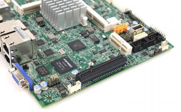 Supermicro X11SBA-LN4F PCIe and mPCIe