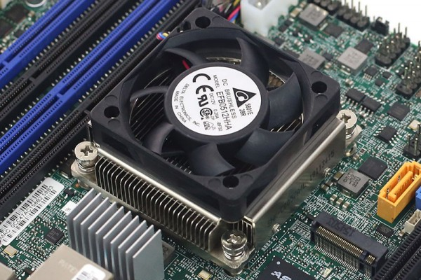 Intel Xeon D-1528 heatsink shot