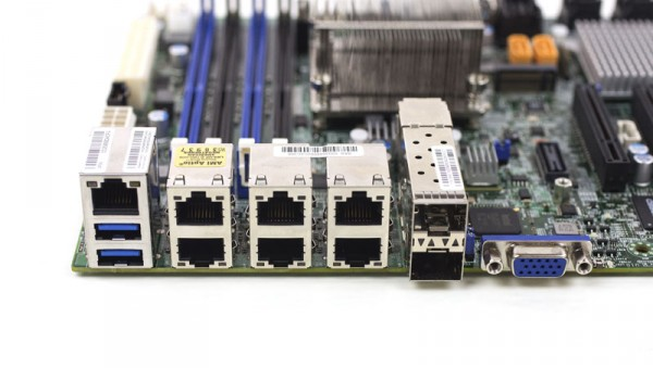 Supermicro X10SDV-7TP8F - Rear IO