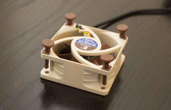 Noctua NF-A6x25 - Rubber fasteners inserted partially