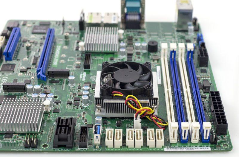 ASRock Rack D1540D4U-2T8R CPU heatsink RAM and airflow