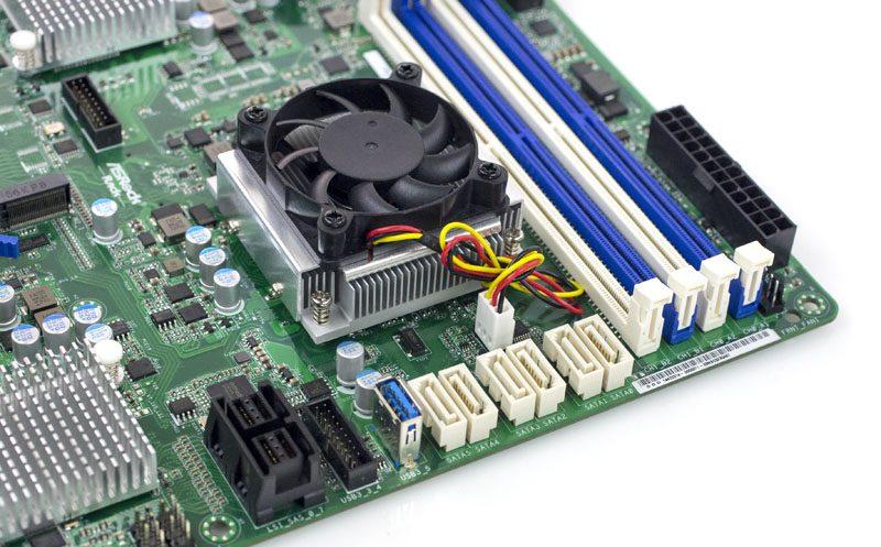 ASRock Rack D1540D4U-2T8R SATA and USB 3 Type A