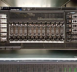 Dell PowerEdge R930 Front in Rack