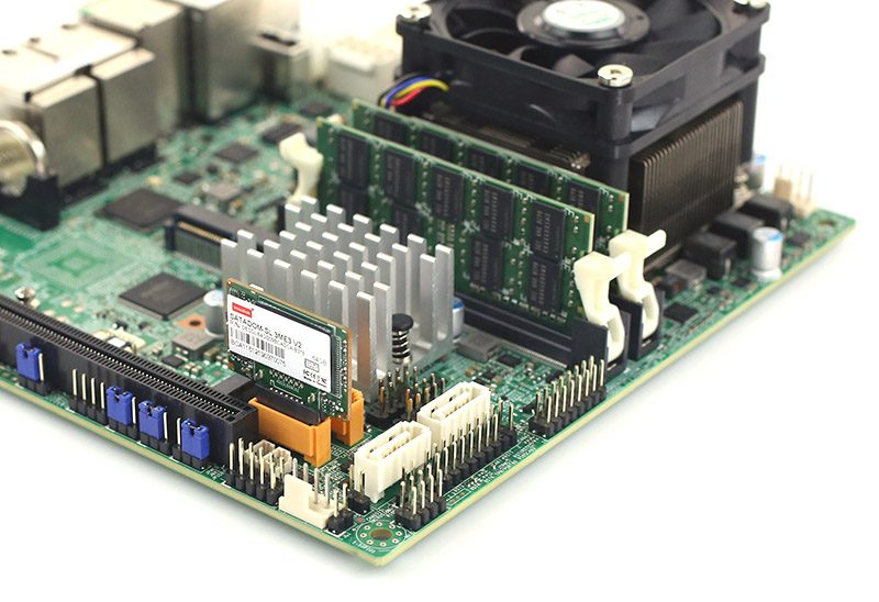 Innodisk SATADOM SL 3ME3 V2 64GB In Supermicro Gold Powered Port