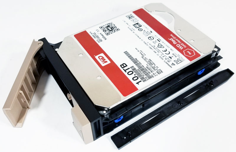 QNAP TVS 473 Installing HDDs Into Drive Trays