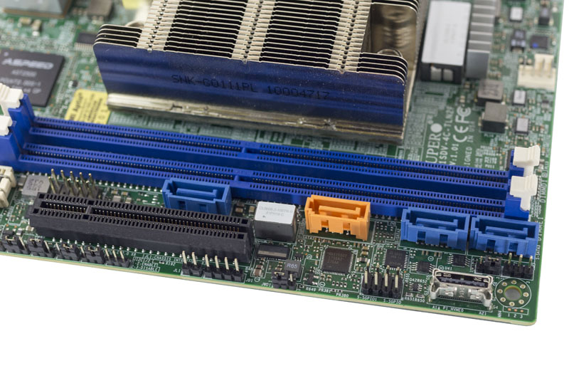 Supermicro X11SDV 4C TLN2F SATA And Oculink