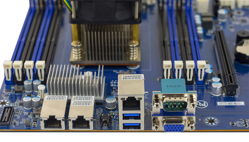 Gigabyte MB51 P0 Rear IO Ports