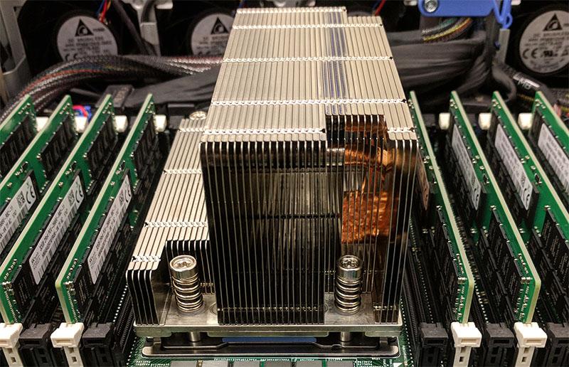 Dell EMC PowerEdge R7415 With AMD EPYC 7551P Heatsink