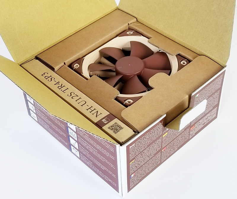 Noctua NH U12S TR4 SP3 Retail Box Open
