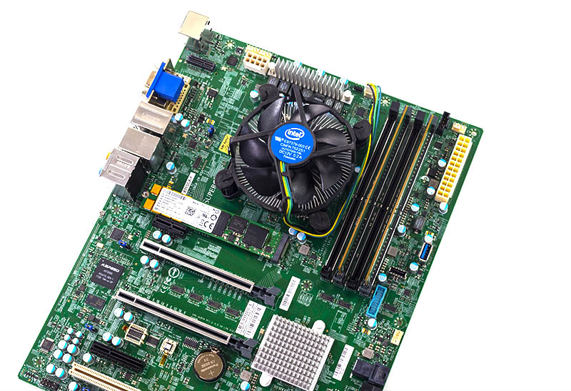 Supermicro X11SCA F With M.2 NVMe NVMe SSD RAM And Intel HSF
