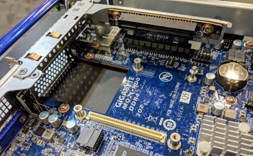 GigabyteH221 Q20 MQ21 HD0 Motherboard OCP And Riser