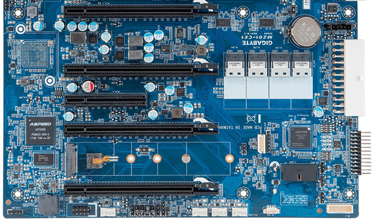 Gigabyte MZ01 CE1 PCIe Clean