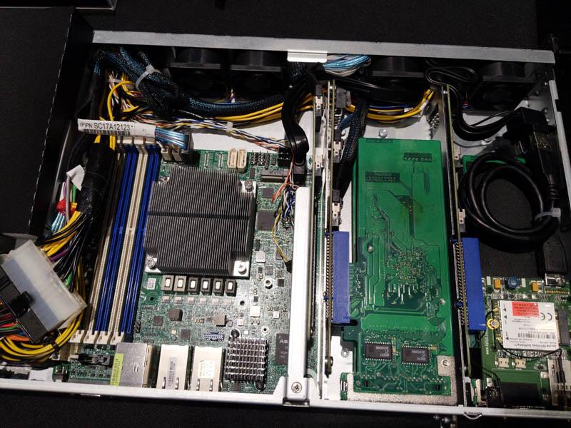 ASRock Rack UCPE EPYC3000 Internal 1