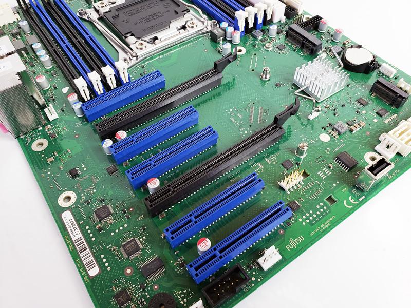 Fujitsu D3598 B13 PCIe Slots