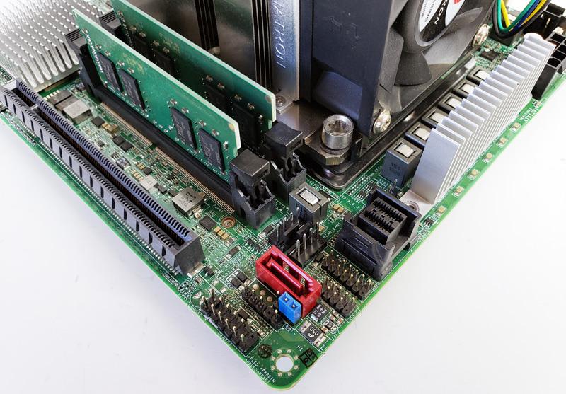 ASRock Rack EPC621D4I 2M Storage Ports