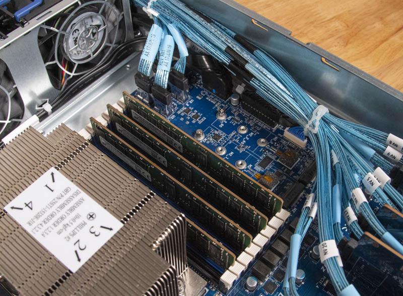 Gigabyte R272 Z32 M.2 Slots