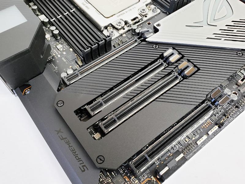 ASUS ROG Zenith II Extreme PCIe Slots