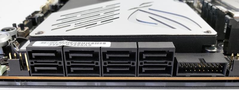 ASUS ROG Zenith II Extreme Storage Ports