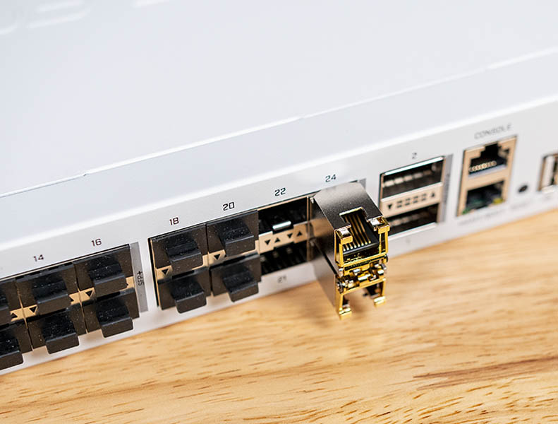 MikroTik S+RJ10 In Switch