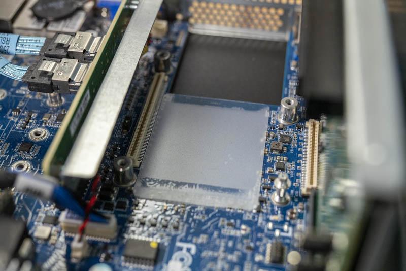 Gigabyte G242 Z10 OCP 2.0 Slot