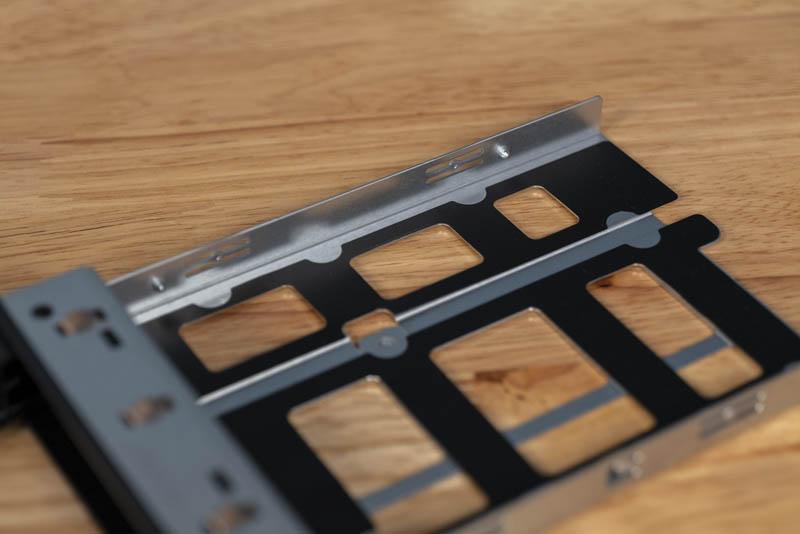 Gigabyte G242 Z10 Tool Less HDD Tray