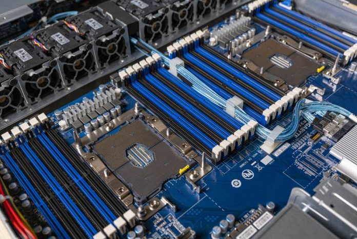 Gigabyte R181 2A0 CPU Sockets And Memory