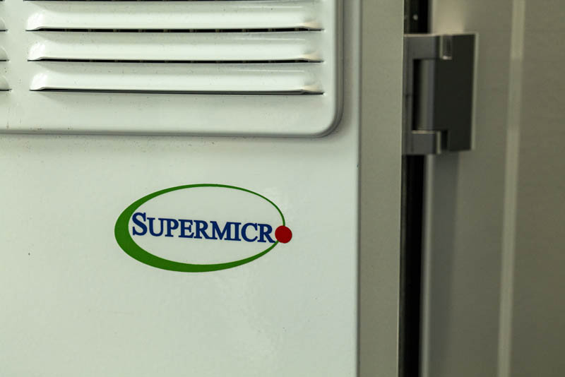Supermicro Outdoor Edge System Logo Vents Hinge