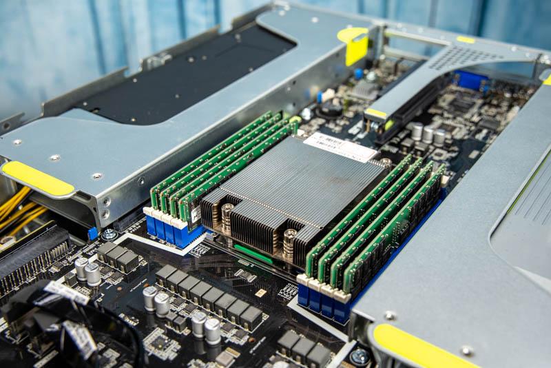 ASUS ESC4000A E10 AMD EPYC CPU And Memory