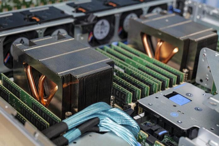 Dell EMC PowerEdge R7525 Internal View Heatsinks And Memory Angle