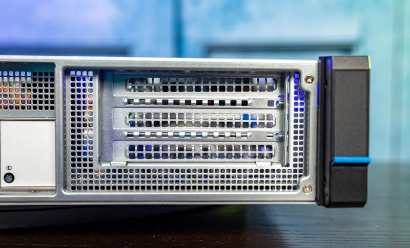 Gigabyte E251 U70 PCIe Riser Slots