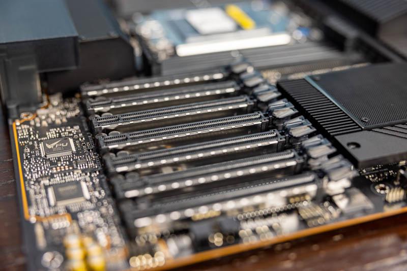 ASUS Pro WS WRX80E SAGE SE WiFi PCIe Slots