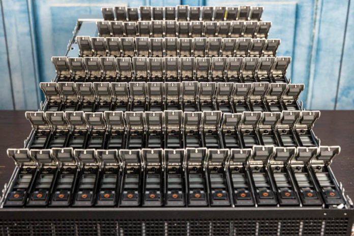 Dell EMC PowerEdge XE7100 100x Drive Salute