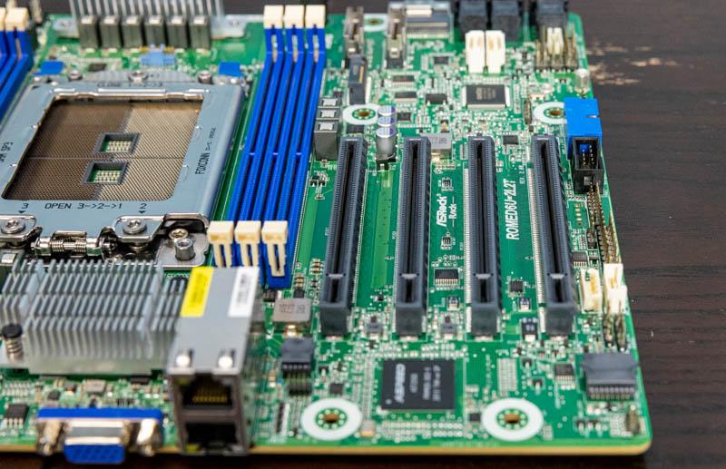 ASRock Rack ROMED6U 2L2T PCIe Slots