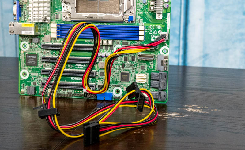 ASRock Rack ROMED6U 2L2T SATA Power